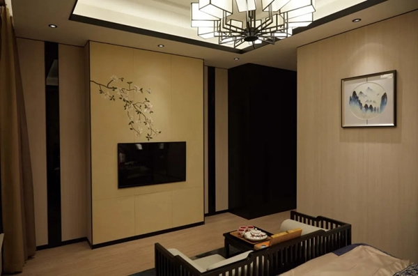 盈康世家木门:定制背景墙 让你的客厅瞬间亮眼